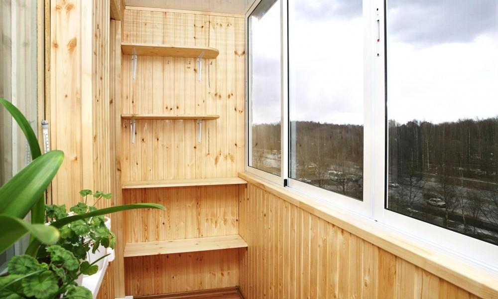 Как отделать балкон внутри своими руками пластиком.